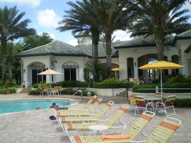 Condos for rent in the Disney World area - Pool Side